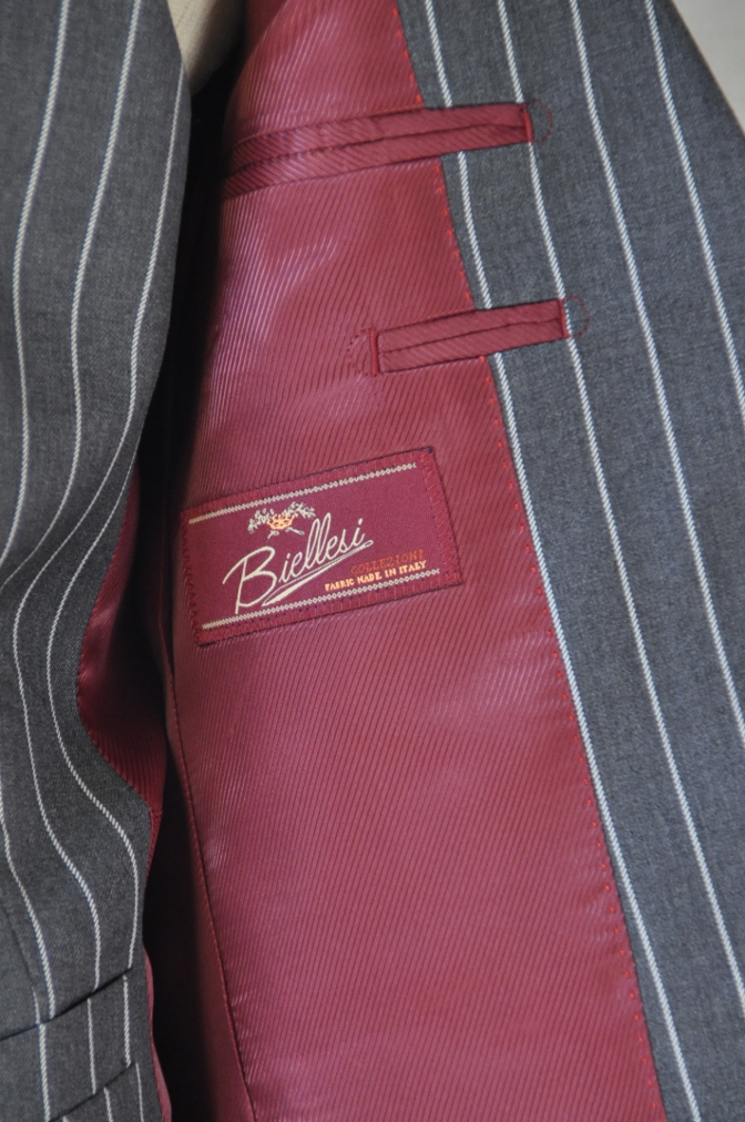 DSC3100 お客様のスーツの紹介-BIELLESI グレーストライプ スリーピース-