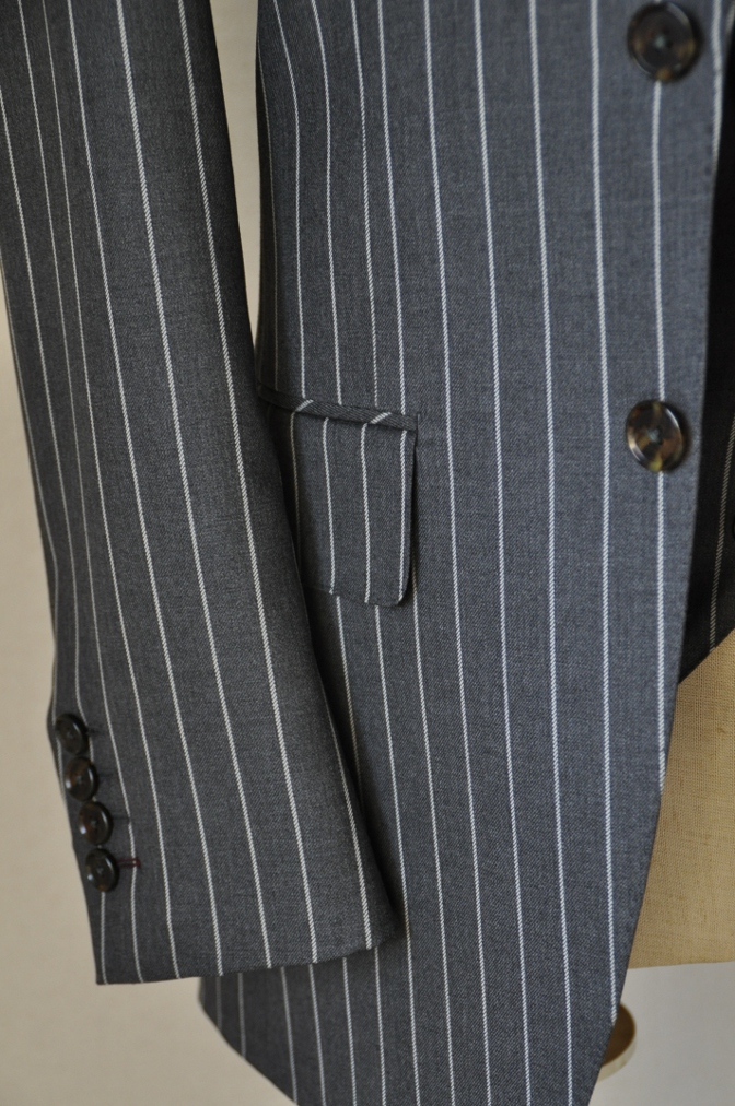 DSC3105 お客様のスーツの紹介-BIELLESI グレーストライプ スリーピース-