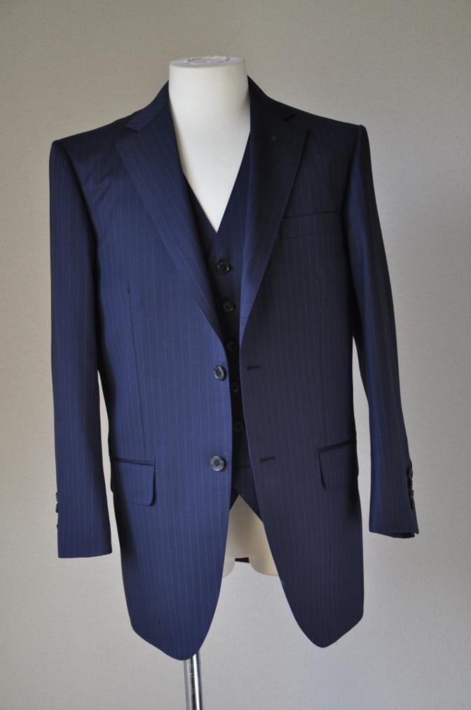 DSC3112 お客様のスーツの紹介-BIELLESI ネイビーストライプ スリーピース