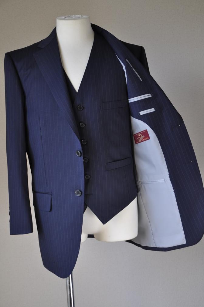 DSC3113 お客様のスーツの紹介-BIELLESI ネイビーストライプ スリーピース