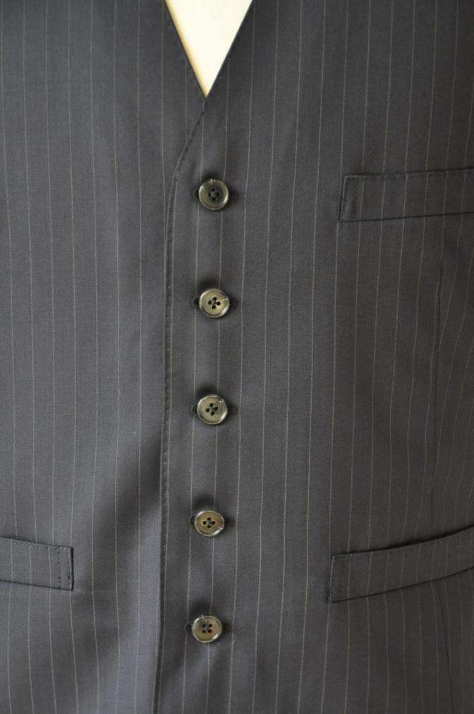 DSC3126 お客様のスーツの紹介-BIELLESI ネイビーストライプ スリーピース
