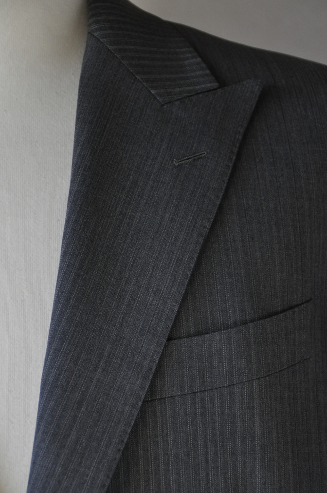 DSC3131 お客様のスーツの紹介-グレーストライプ-