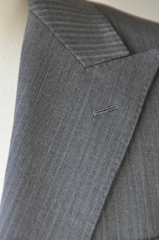 DSC3132 お客様のスーツの紹介-グレーストライプ-