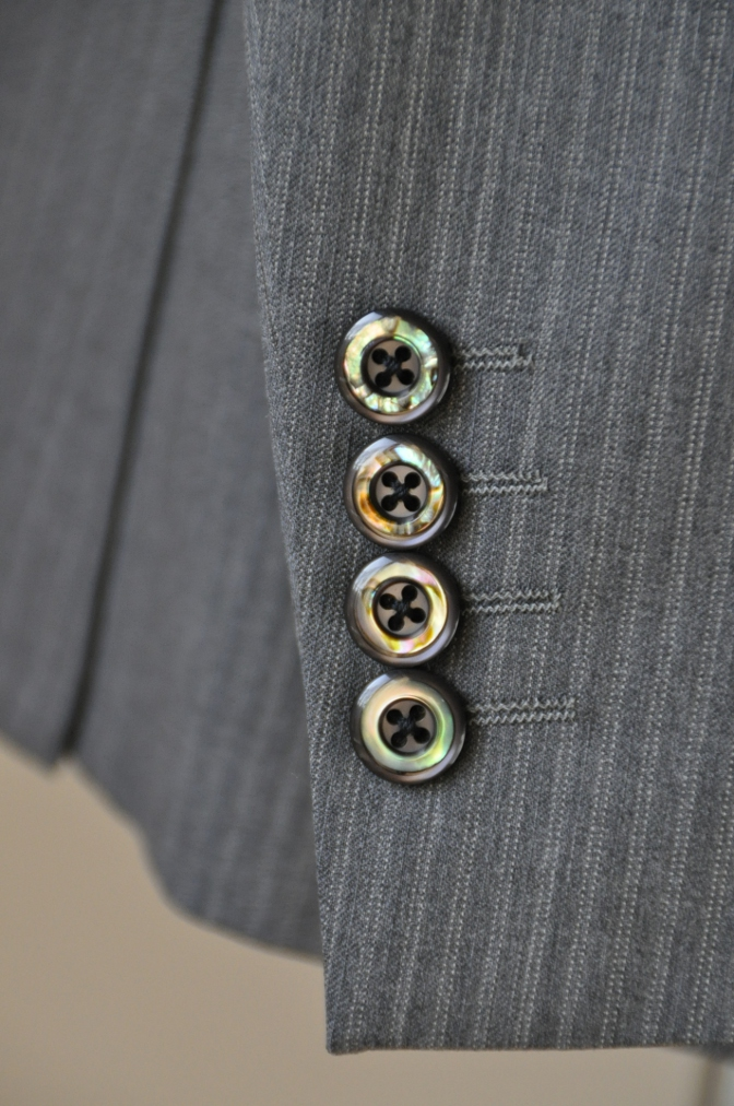 DSC3138 お客様のスーツの紹介-グレーストライプ-