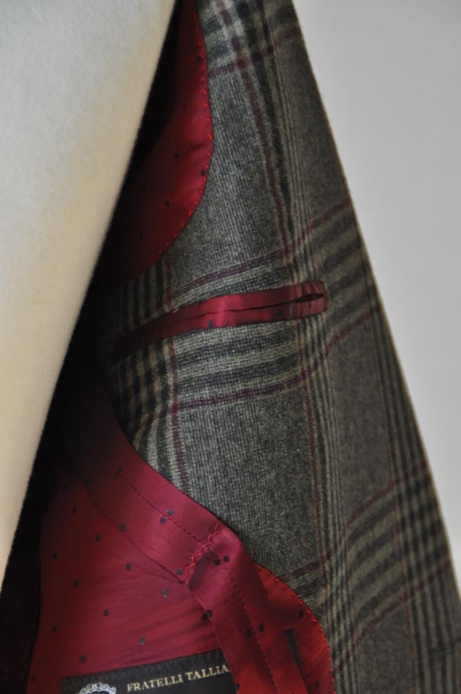 DSC3161 お客様のスーツの紹介-TALLIA DI DELFINO グリーンチェックダブルスーツ-