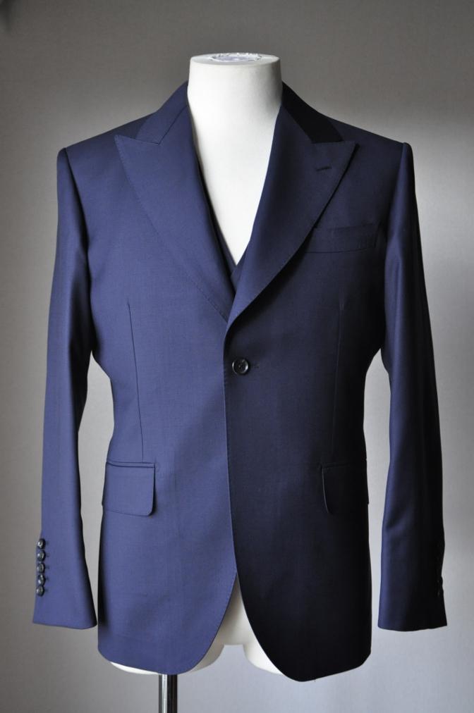 DSC3169 お客様のスーツの紹介-TALLIA  DI  DELFINO ネイビースリーピース-