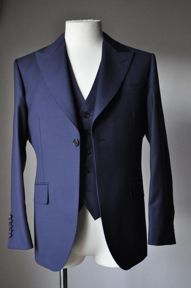 DSC3171 お客様のスーツの紹介-TALLIA  DI  DELFINO ネイビースリーピース-