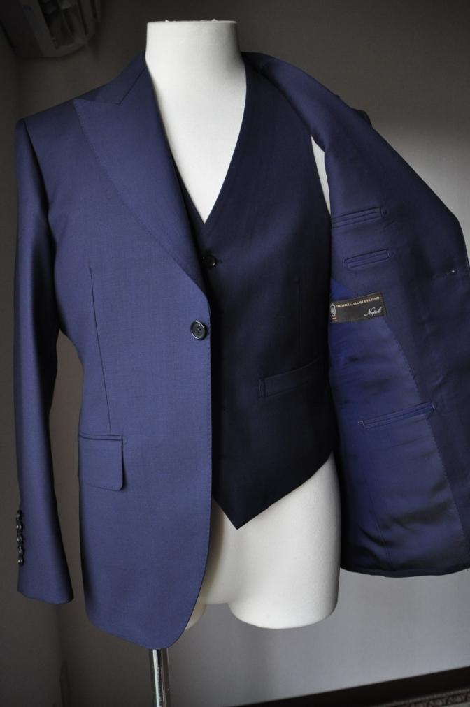 DSC3180 お客様のスーツの紹介-TALLIA  DI  DELFINO ネイビースリーピース-