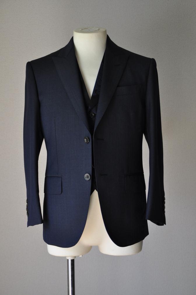 DSC32071 お客様のウエディング用衣装の紹介-BIELLESIネイビーS上下+ペイズリーベスト-