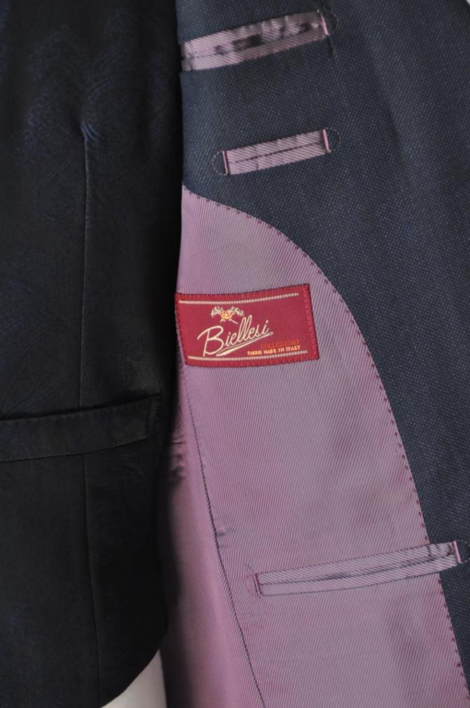 DSC32091 お客様のウエディング用衣装の紹介-BIELLESIネイビーS上下+ペイズリーベスト-