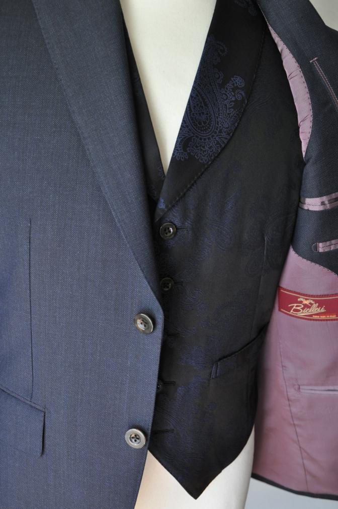 DSC32101 お客様のウエディング用衣装の紹介-BIELLESIネイビーS上下+ペイズリーベスト-