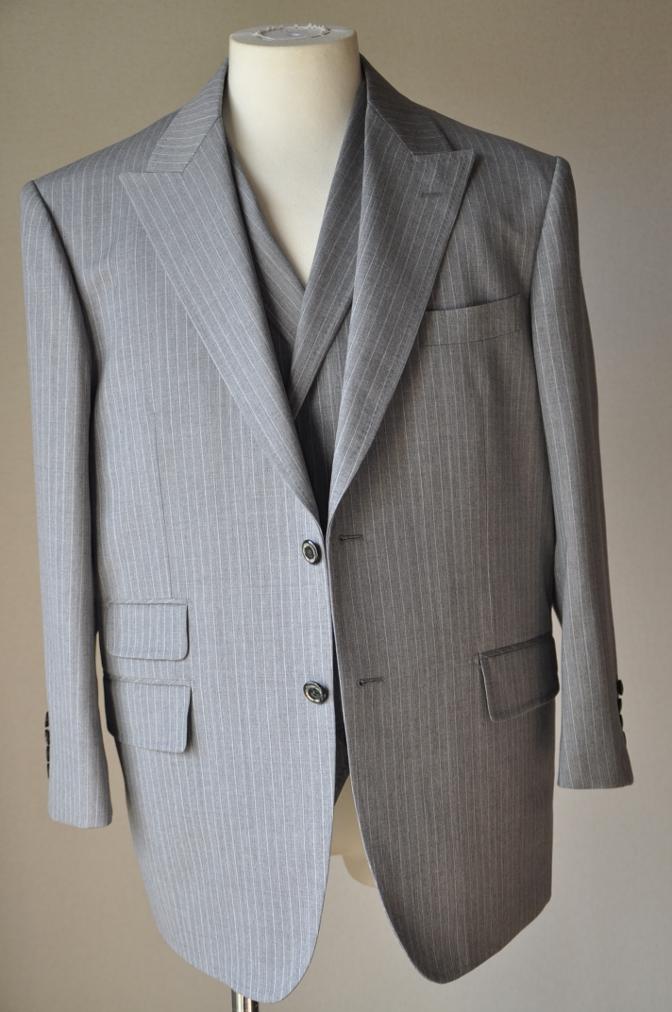 DSC3212 お客様のスーツの紹介-TOLLEGNO ライトグレーストライプ-