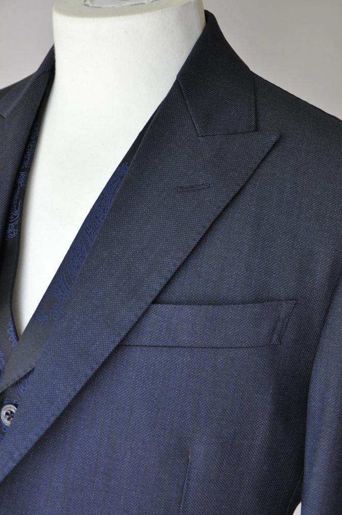 DSC32121 お客様のウエディング用衣装の紹介-BIELLESIネイビーS上下+ペイズリーベスト-