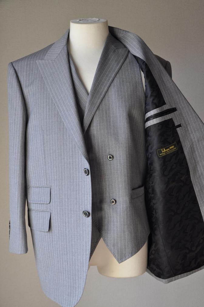 DSC3214 お客様のスーツの紹介-TOLLEGNO ライトグレーストライプ-