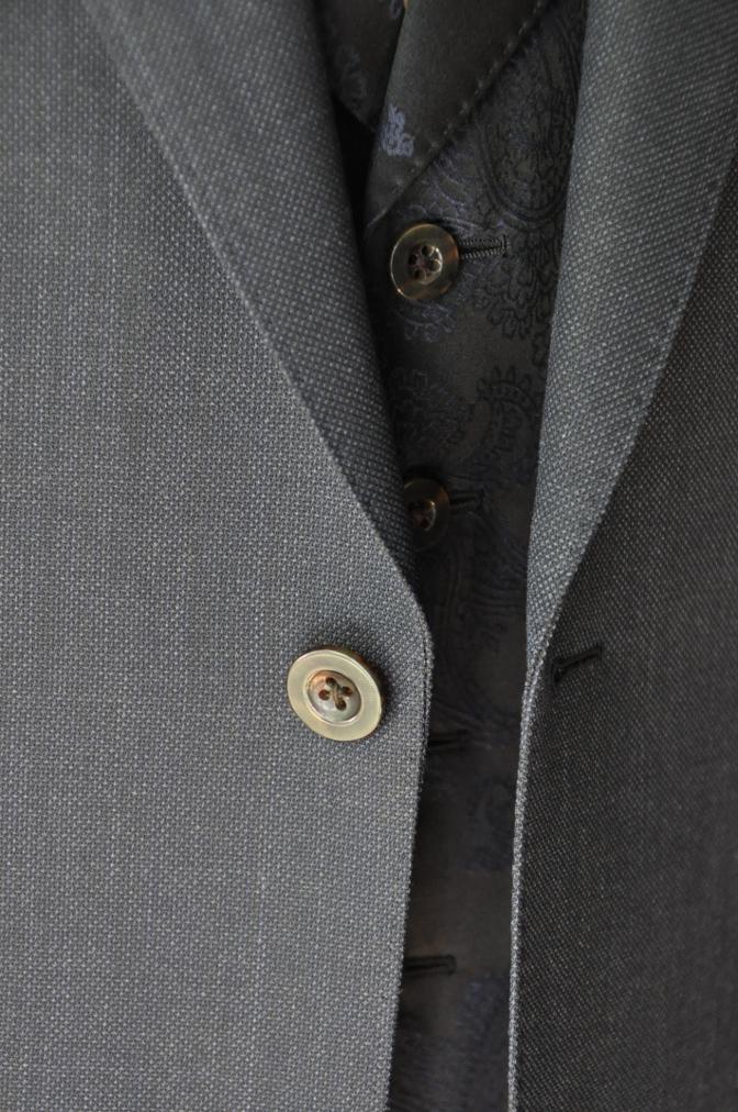 DSC32151 お客様のウエディング用衣装の紹介-BIELLESIネイビーS上下+ペイズリーベスト-