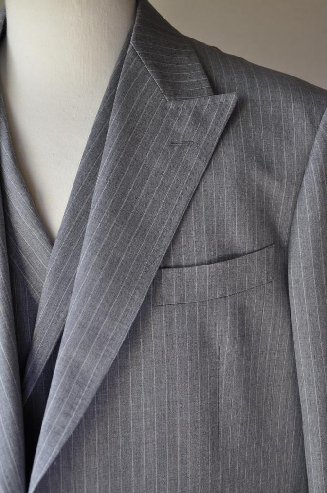 DSC3217 お客様のスーツの紹介-TOLLEGNO ライトグレーストライプ-