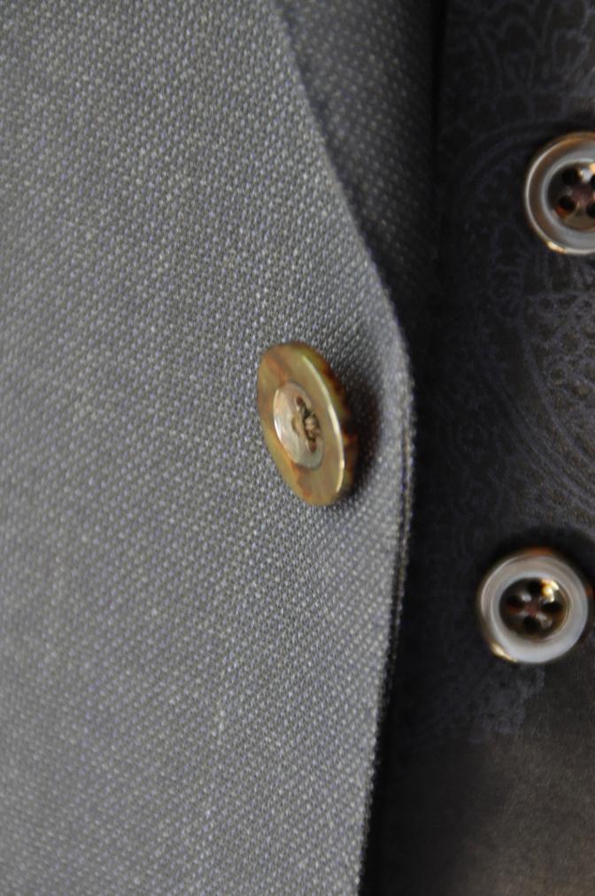 DSC32181 お客様のウエディング用衣装の紹介-BIELLESIネイビーS上下+ペイズリーベスト-