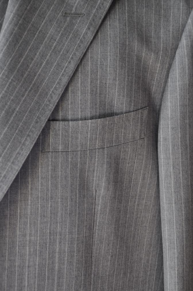 DSC3219 お客様のスーツの紹介-TOLLEGNO ライトグレーストライプ-