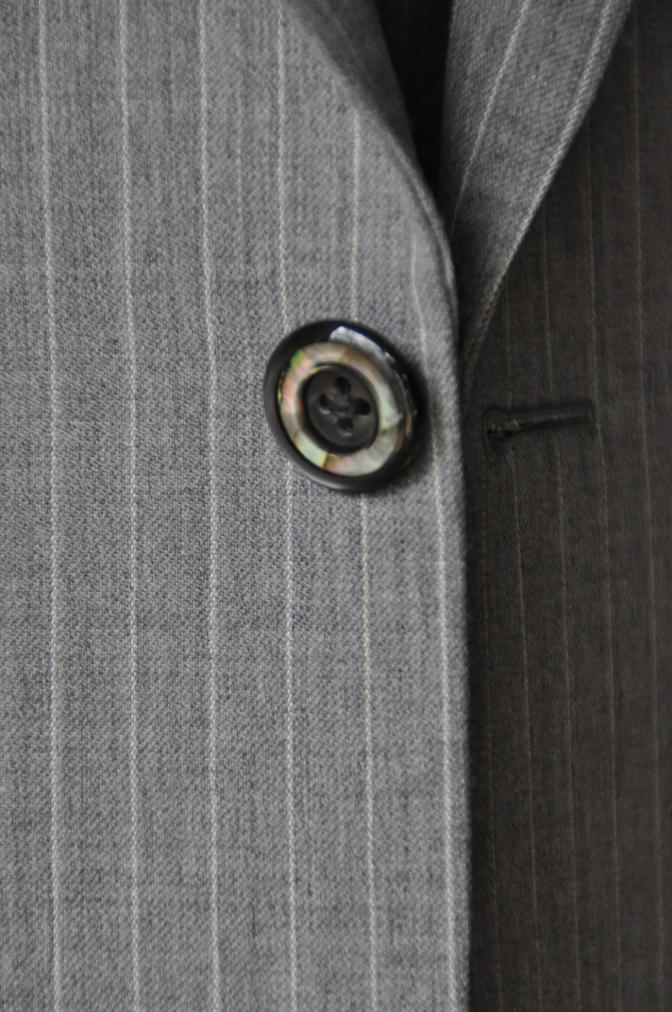 DSC3220 お客様のスーツの紹介-TOLLEGNO ライトグレーストライプ-