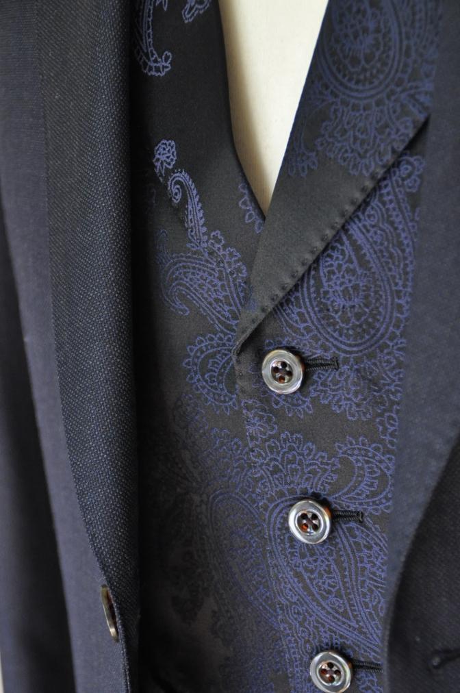 DSC32211 お客様のウエディング用衣装の紹介-BIELLESIネイビーS上下+ペイズリーベスト-