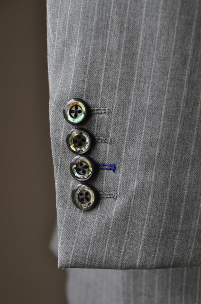 DSC3222 お客様のスーツの紹介-TOLLEGNO ライトグレーストライプ-