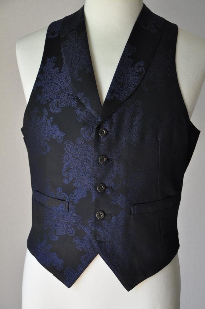 DSC32241 お客様のウエディング用衣装の紹介-BIELLESIネイビーS上下+ペイズリーベスト-