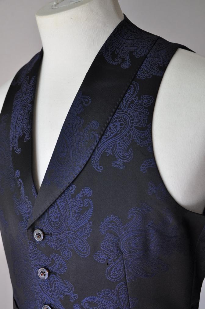 DSC3225 お客様のウエディング用衣装の紹介-BIELLESIネイビーS上下+ペイズリーベスト-
