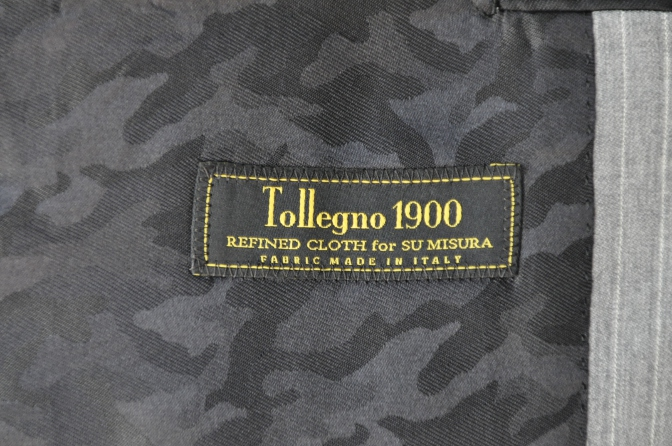 DSC3226 お客様のスーツの紹介-TOLLEGNO ライトグレーストライプ-