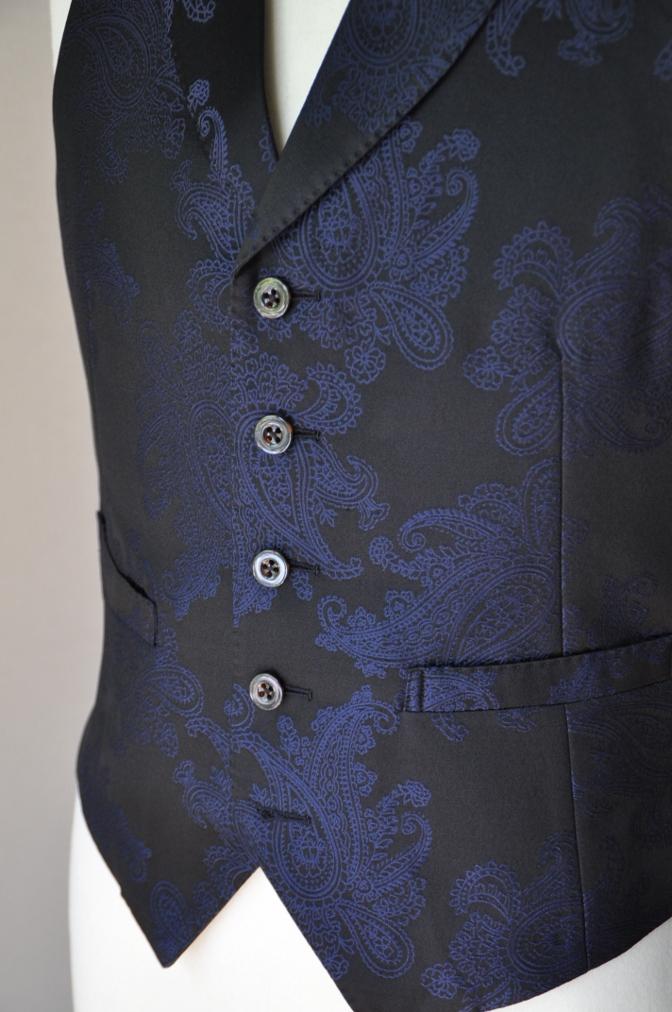 DSC32271 お客様のウエディング用衣装の紹介-BIELLESIネイビーS上下+ペイズリーベスト-