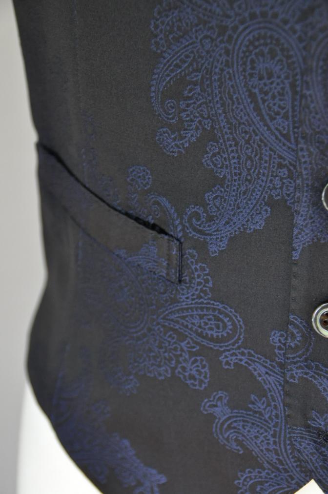DSC32281 お客様のウエディング用衣装の紹介-BIELLESIネイビーS上下+ペイズリーベスト-