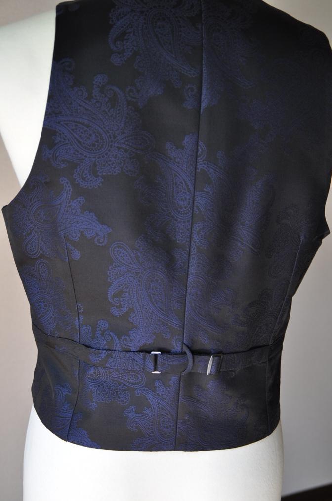 DSC32291 お客様のウエディング用衣装の紹介-BIELLESIネイビーS上下+ペイズリーベスト-