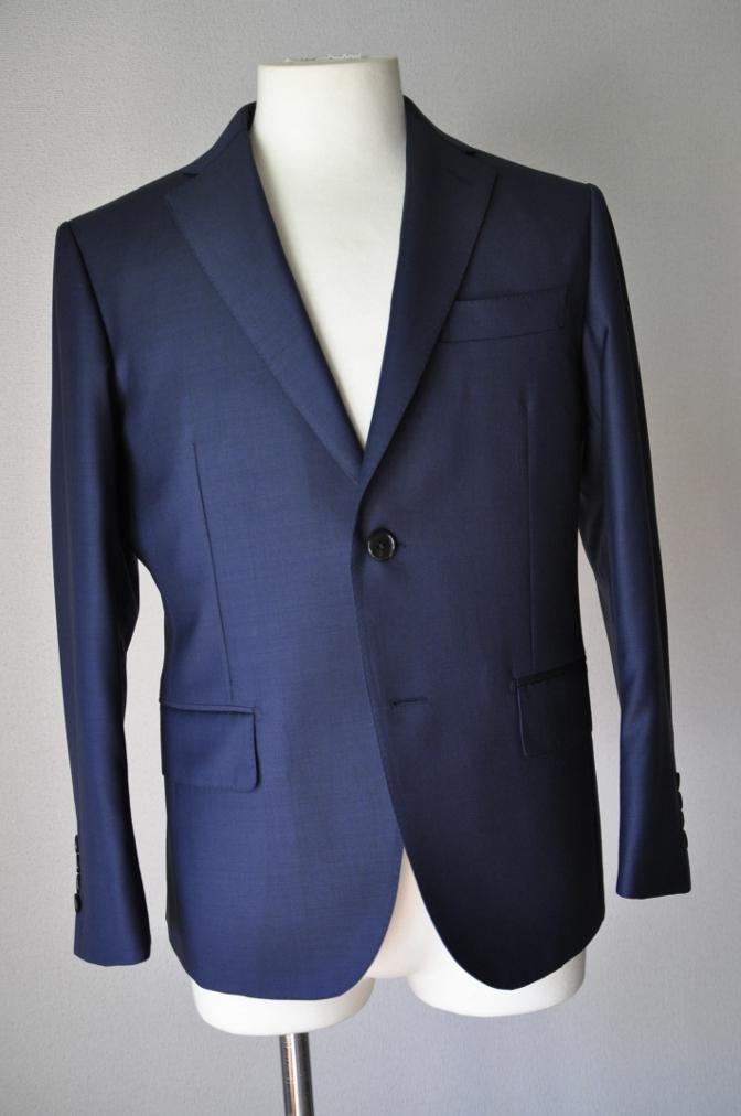 DSC3232 お客様のスーツの紹介-CANONICO 無地ネイビースーツ-