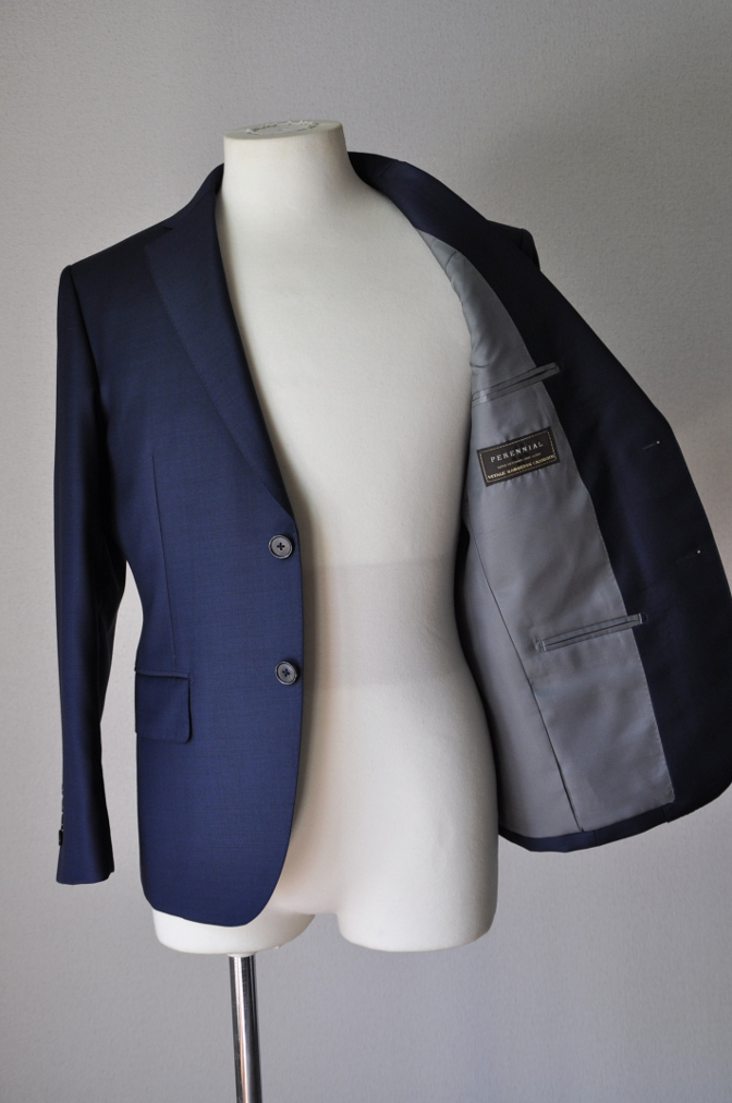 DSC3233 お客様のスーツの紹介-CANONICO 無地ネイビースーツ-