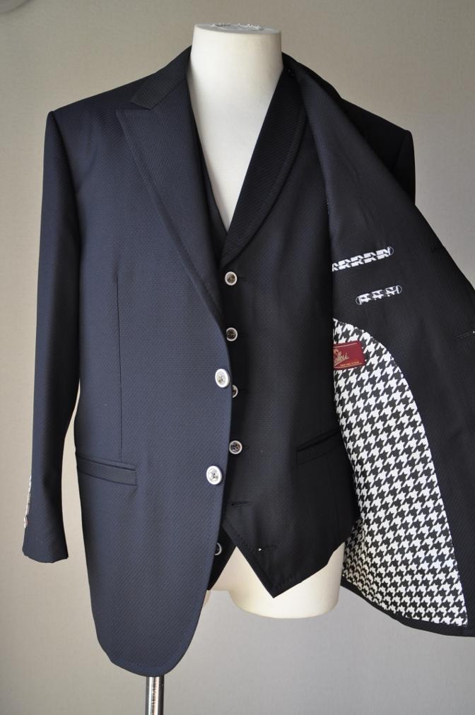 DSC3235 お客様のスーツの紹介-BIELLESI ブラックスリーピース-