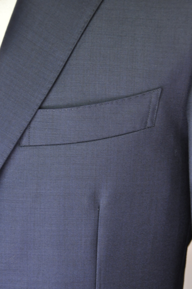 DSC32381 お客様のスーツの紹介-CANONICO 無地ネイビースーツ-