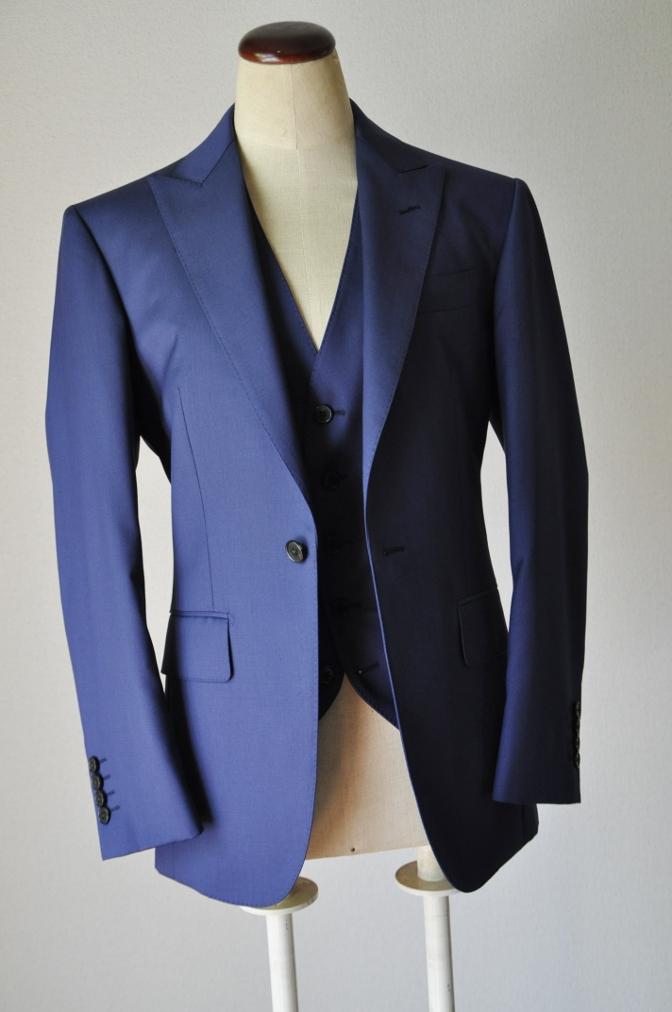 DSC32441 お客様のウエディング衣装の紹介-BIELLESI無地ネイビースリーピース-