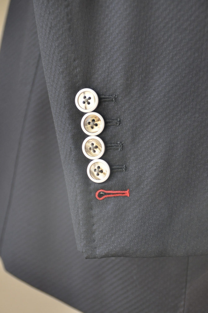 DSC3245 お客様のスーツの紹介-BIELLESI ブラックスリーピース-
