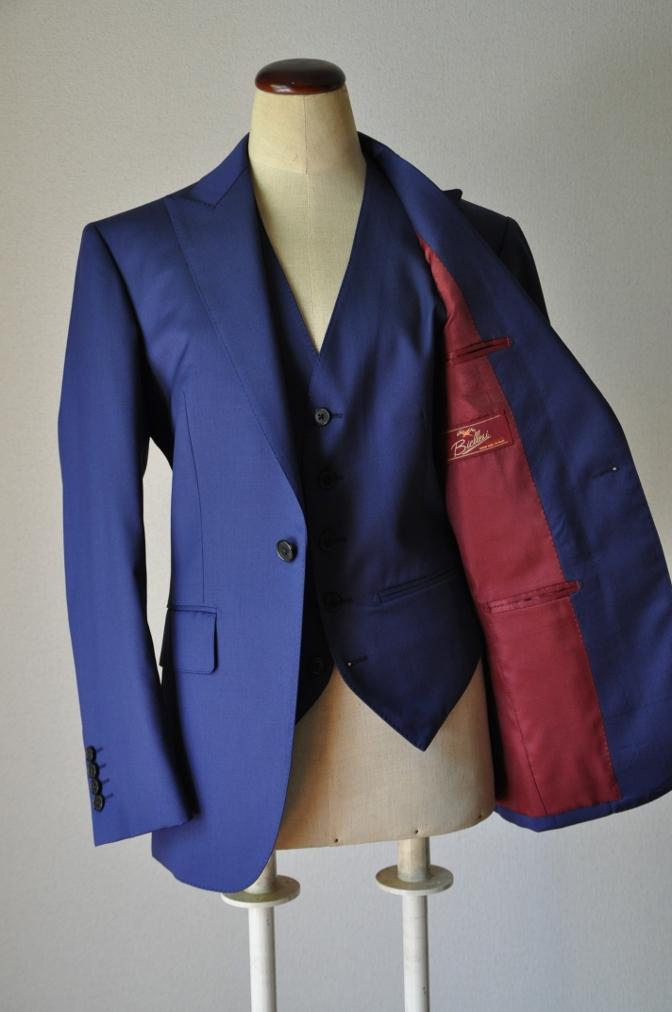 DSC32451 お客様のウエディング衣装の紹介-BIELLESI無地ネイビースリーピース-