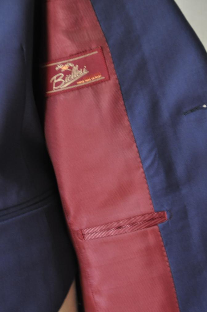 DSC32461 お客様のウエディング衣装の紹介-BIELLESI無地ネイビースリーピース-