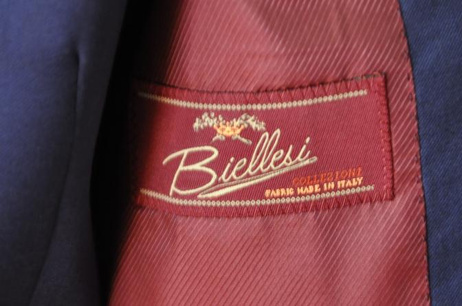 DSC32471 お客様のウエディング衣装の紹介-BIELLESI無地ネイビースリーピース-