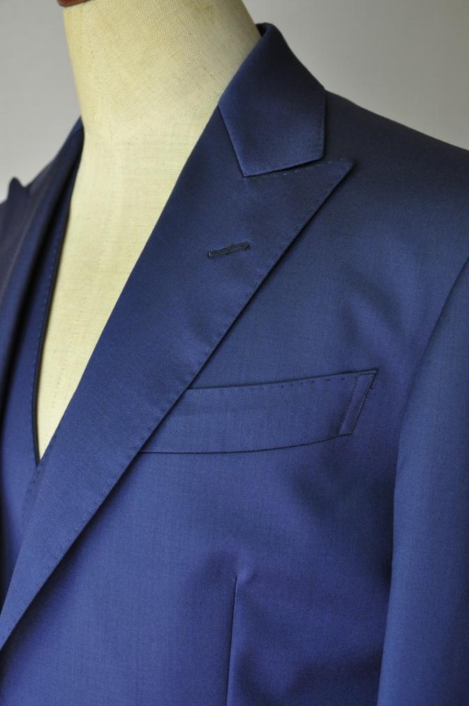 DSC3248 お客様のウエディング衣装の紹介-BIELLESI無地ネイビースリーピース-