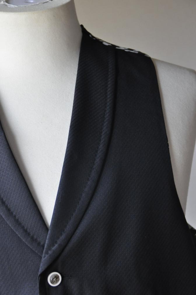 DSC3249 お客様のスーツの紹介-BIELLESI ブラックスリーピース-
