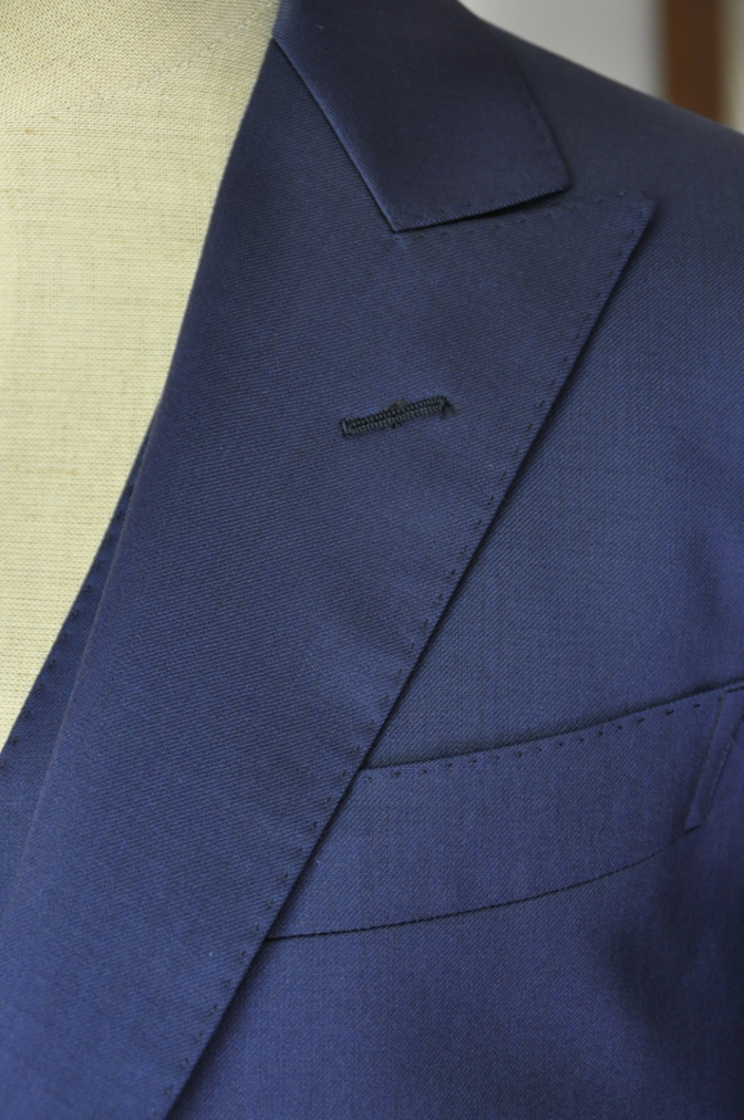 DSC32491 お客様のウエディング衣装の紹介-BIELLESI無地ネイビースリーピース-