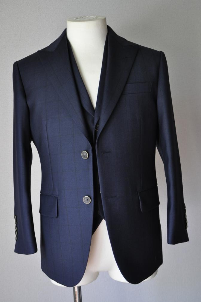 DSC3257 お客様のスーツの紹介-DARROW DALEネイビーウィンドペーンスリーピース- 名古屋の完全予約制オーダースーツ専門店DEFFERT