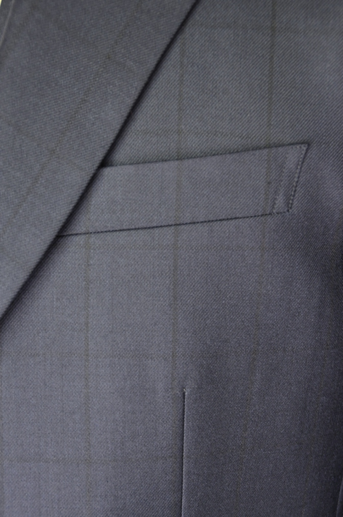 DSC32641 お客様のスーツの紹介-DARROW DALEネイビーウィンドペーンスリーピース- 名古屋の完全予約制オーダースーツ専門店DEFFERT