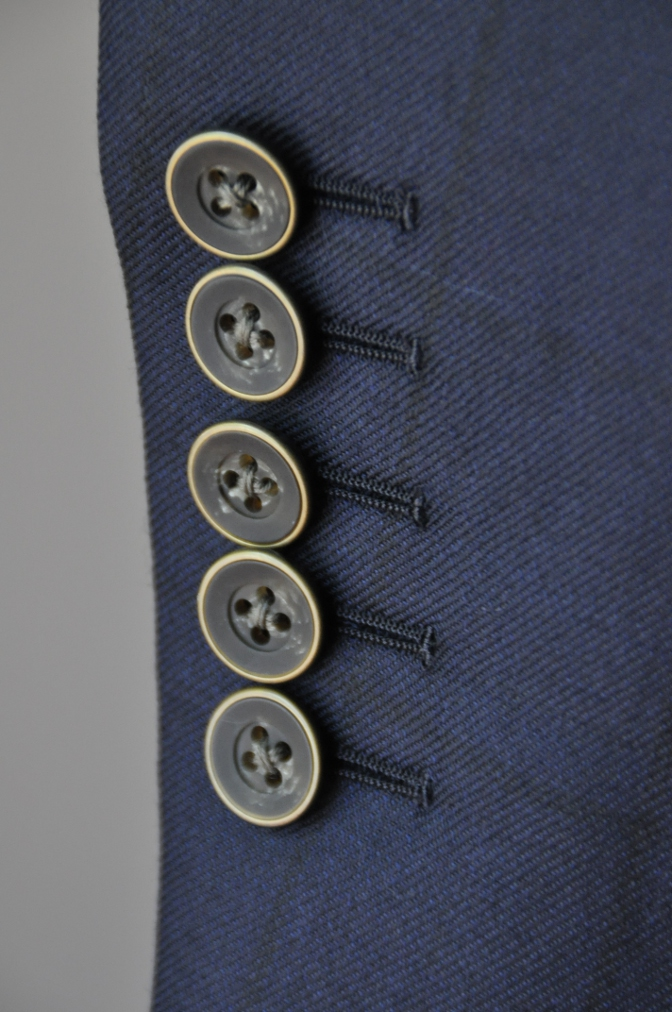 DSC32681 お客様のスーツの紹介-DARROW DALEネイビーウィンドペーンスリーピース- 名古屋の完全予約制オーダースーツ専門店DEFFERT