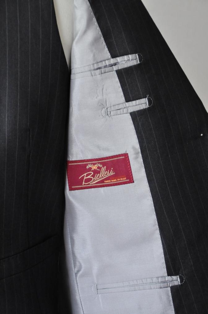 DSC32791 お客様のスーツの紹介-BIELLESI チャコールグレーストライプ スリーピース-