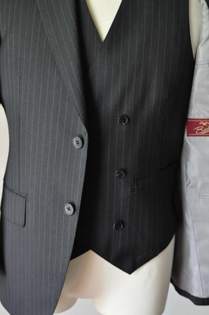 DSC32811 お客様のスーツの紹介-BIELLESI チャコールグレーストライプ スリーピース-