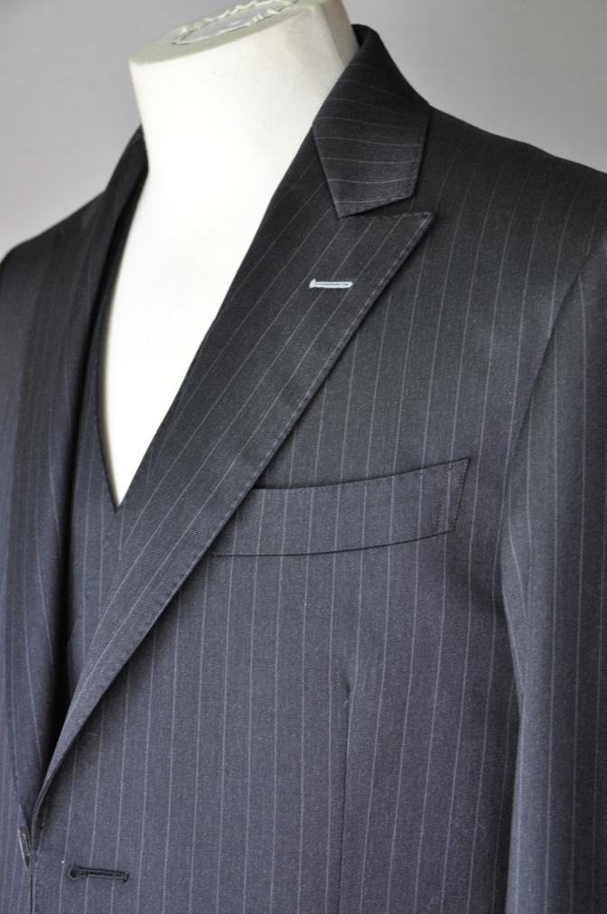 DSC32821 お客様のスーツの紹介-BIELLESI チャコールグレーストライプ スリーピース-