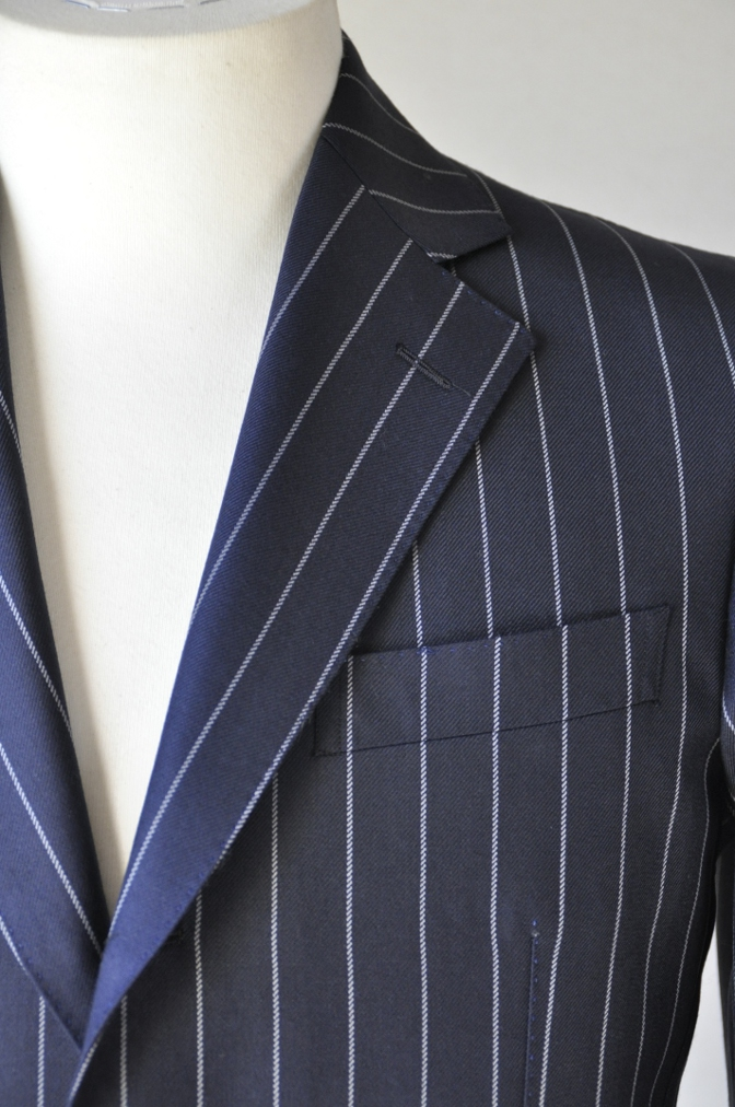 DSC3283 お客様のスーツの紹介-DARROW DALE ネイビーストライプ-
